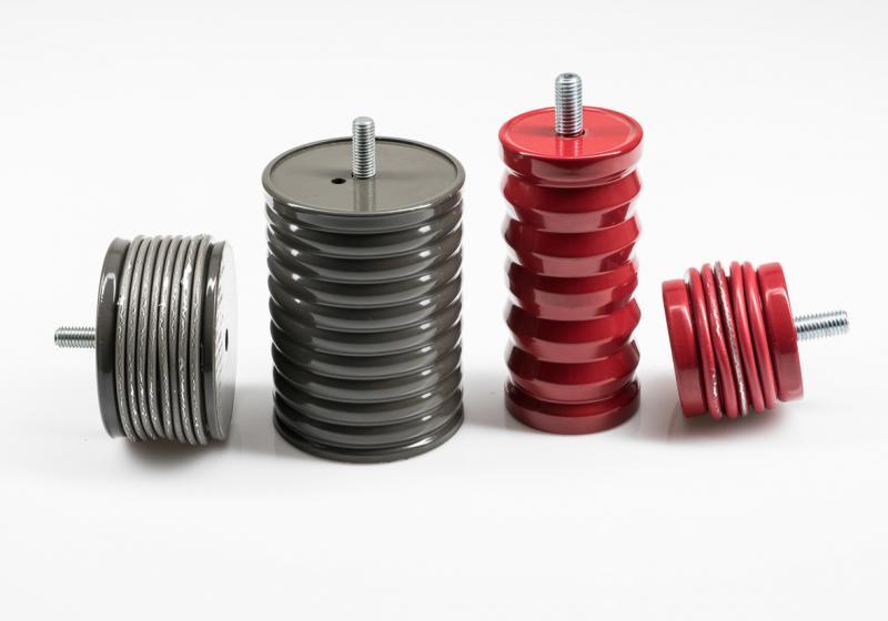 Die aus Aluminium oder aus Stahl gefertigten neuen Crash Dämpfer von ACE werden bei einer Havarie regelrecht zusammengefaltet und bauen die Energie von Massenkräften auf einen Schlag so gut wie rückprallfrei ab