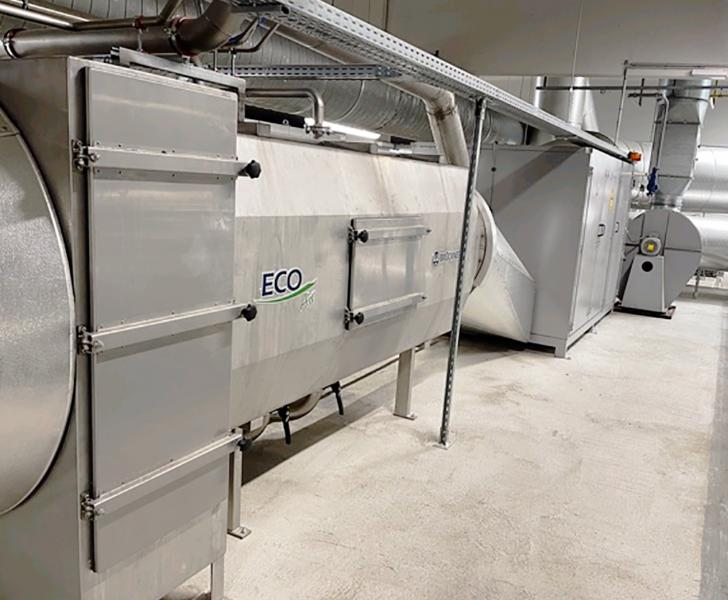 The first stage is an ECO-HEAT heat-recovery system air/air. Here, by means of 12 plate heat ex-changers, the exhaust air heat is transferred to fresh incoming air which is pre-heated and then fed into the stenter for the drying process.