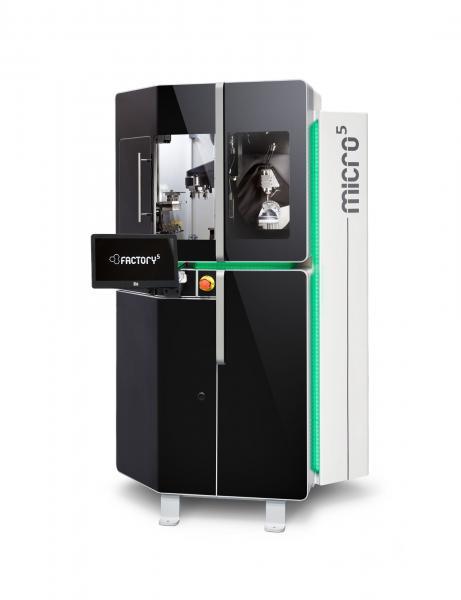 Extrem kompakt und hochdynamisch: Das Fertigungszentrum Micro5 sorgt für höchste Effizienz in der Mikrobearbeitung, mit 50-mal niedrigerem Energieverbrauch im Vergleich zu konventionellen Maschinen.