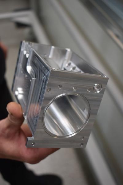Unterschiedliche Teile, alle auf den Quaser BAZ gefertigt