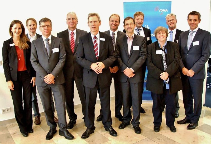 From left to right.: Annika Löffler (VDMA), Dr. Eric Rüland (ISRA Vision AG), Dr. Thomas Rettich (Trumpf GmbH & Co. KG), Prof. Wolfgang Diehl (Fraunhofer IST), Gerhard Hein (VDMA), Dr. Armin Renneisen (Rofin-Sinar Laser GmbH), Bernd Lange (LPKF Laser & Electronics AG), Jürgen Valentin (NanoFocus AG), Dr. Susanne Heun (Merck), Prof. Wolfgang Schmutz (ACI AG) und Dr. Rüdiger Hack (Laser 2000 GmbH).