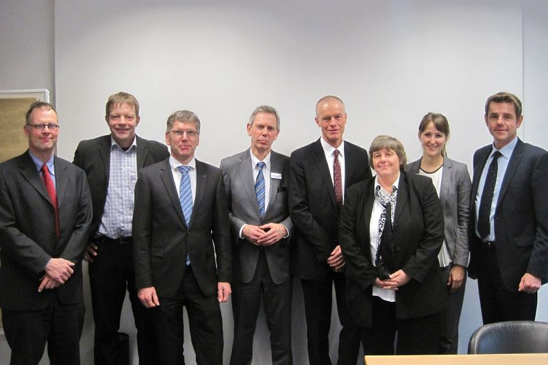 From left to right: Dr. Michael Vergöhl (Fraunhofer IST), Jürgen Valentin (NanoFocus AG), Dr. Thomas Rettich (Trumpf GmbH & Co. KG), Gerhard Hein (VDMA), Stephan Geiger (Rofin-Baasel Lasertech GmbH & Co. KG), Dr. Susanne Heun (Merck), Annika Löffler (VDMA) sowie Dr. Rüdiger Hack (Laser 2000 GmbH).