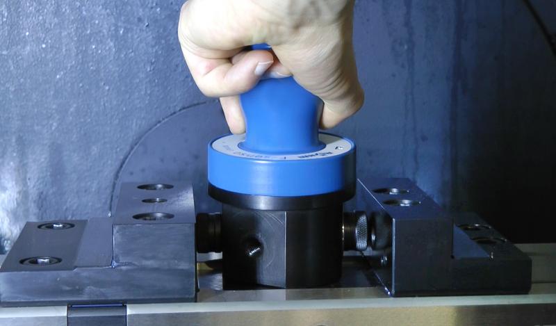 In Sekundenschnelle ist das F-senso chuck von drei auf zwei Spannpunkte umgerüstet und kann somit auch zur Spannkraftmessung in Schraubstöcken eingesetzt werden.