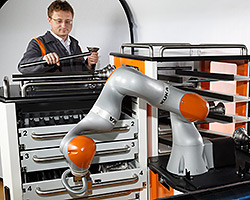 The LBR iiwa – the first collaborative lightweight robot using safe technology and suitable for series operation.