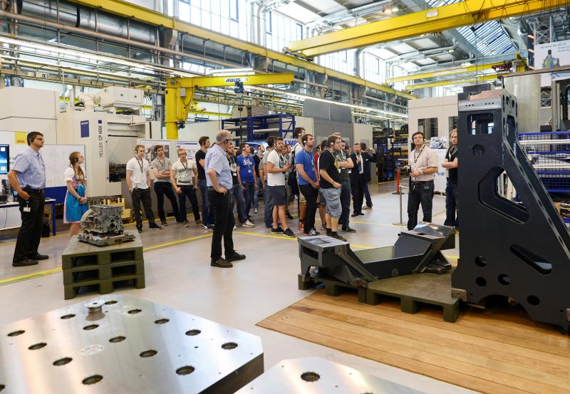 "HELLER WerkTage 2015: clear stance on complete machining and ""Lifetime Productivity"""