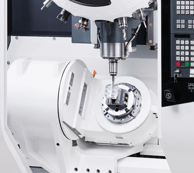 The integrated 4th and 5th axis in the form of a directly driven swivel rotary table capable of simultaneous machining makes the MILLTAP 700 the perfect means of production for 5-axis machining in the entry level segment.