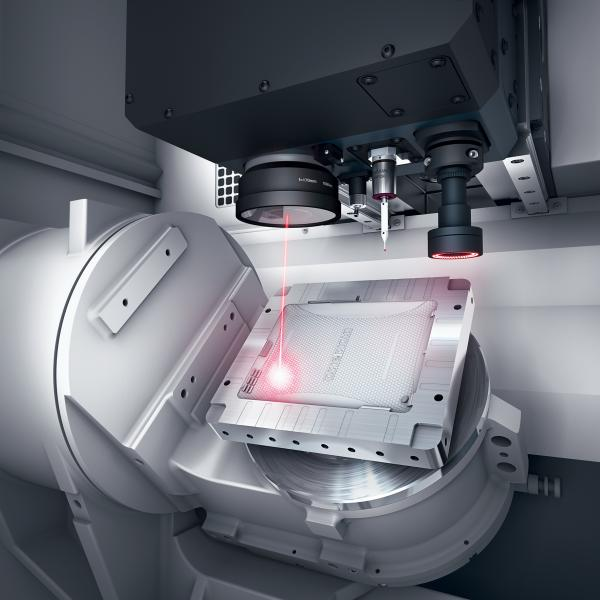 The LASERTEC 45 Shape enables 5-axis-laser-simultaneous machining thanks to its integrated swivel rotary axis.
