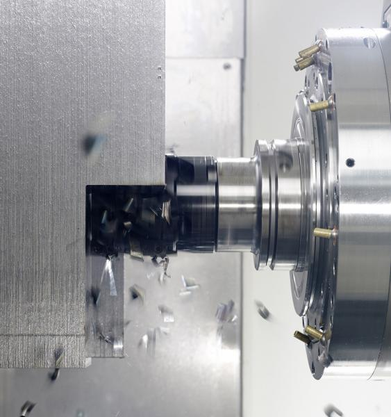In addition to the standard spindle DMG MORI also offers a gear spindle for heavy machining with a torque of up to 1,600 Nm and a 52 kW power rating at 8,000 rpm.