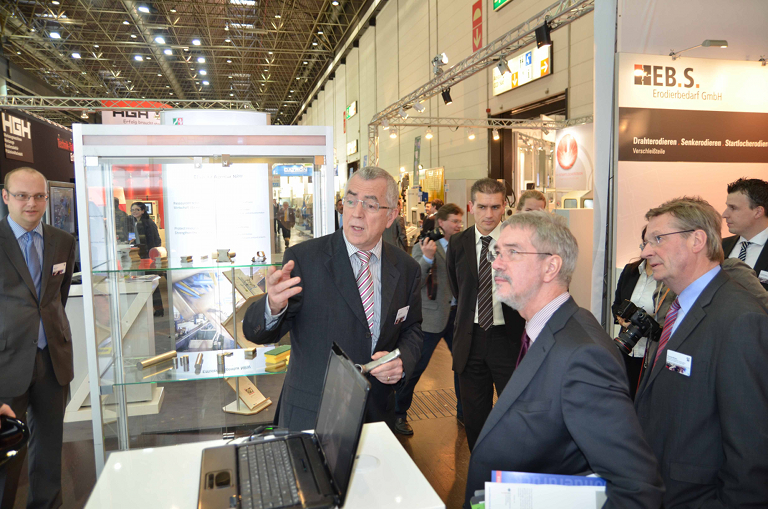 Dr. Günter Horzetzky, Secretary of State in the North Rhine-Westphalian Min-istry of Economic Affairs, Energy, Mid-Tier Companies and Crafts visited the shared state stand at METAV 2012.