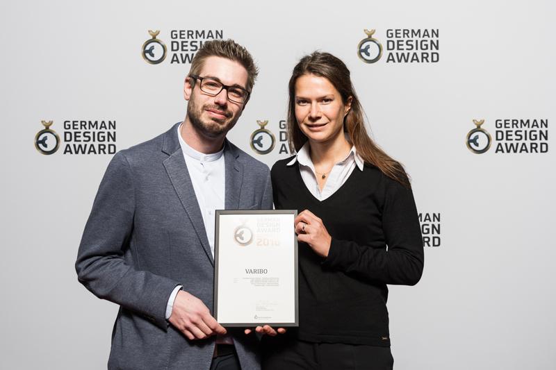 Marcel Häge and Katharina Lang (both AMF) happily received the award.