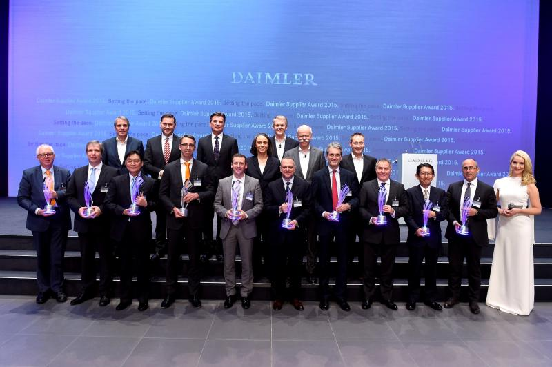 "Gebr. Heller Maschinenfabrik GmbH from Nürtingen has received the 2015 Daimler Supplier Award in the category ""International Procurement Services"" for supporting the automotive manufacturer in the further development and industrialisation of the innovative Nanoslide® process for the coating of cylinder bore surfaces of aluminium crankcases."