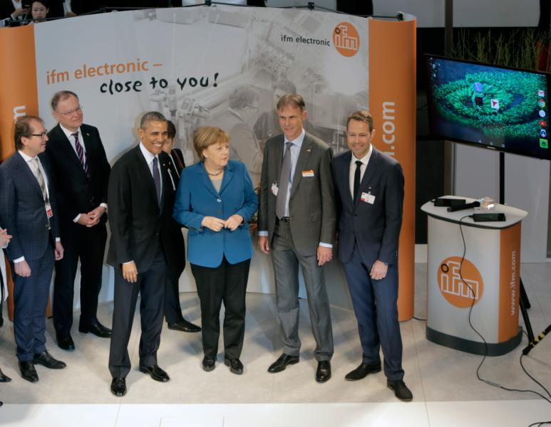 Merkel and Obama visit ifm's trade fair stand
