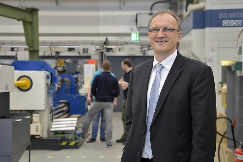ISF Director Professor Dirk Biermann (pictured), together with Department Head Tobias Heymann, reports at the METAV 2014 on new grinding technologies.
