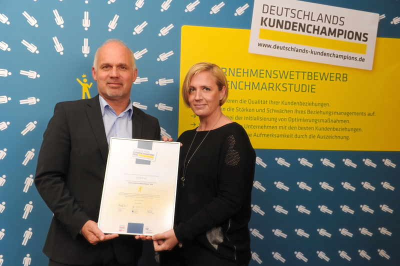 Acceptance of the award on 28.04.2016 as representatives of DATRON AG in Mainz: Thomas Frank, Head of Sales, and Charlotte Breitwieser, Head of Marketing Communications. (Copyright image: Anke Kristina Schäfer)