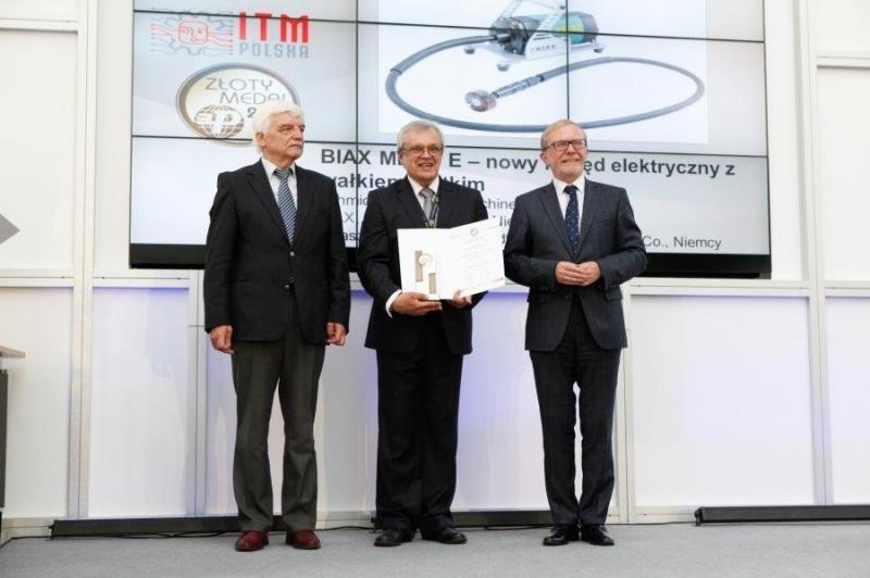 Greg Kalynczak, sales director of BIAX in Poland receives the prestigious Award.