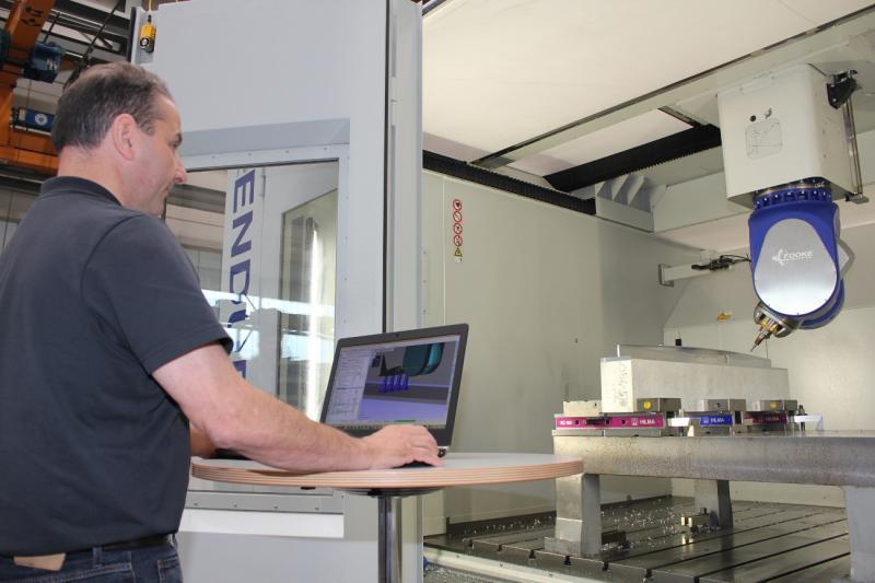 """Die Programmierung vor Ort übernahm WorkNC-Spezialist Walter Schmidt: """"Mit WorkNC und Auto 5 lässt sich auf einfache Weise eine effektive Programmierung aus drei- und fünfachsigen Fräsbahnen erzielen."""""""