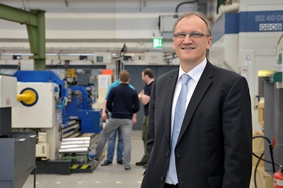 ISF Director Professor Dirk Biermann (pictured), together with Department Head Tobias Heymann, reports at the METAV 2014 on new grinding technologies. Photo: ISF