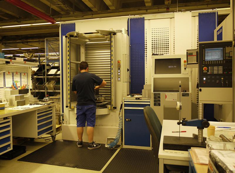 Mit dem Erwerb einer Heller H-2000 entschied sich Rohde & Schwarz Teisnach auch zu einer Automation. Die Wahl fiel letztendlich auf einen Flexiblen Paletten Container (FPC) von Fastems.