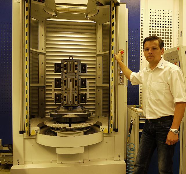 """Geord Kauschinger, Leiter CNC-Fräsen horizontal bei Rohde & Schwarz Teisnach: """"Die Investitionen in die Automation haben sich gelohnt und vielfach bewährt."""""""