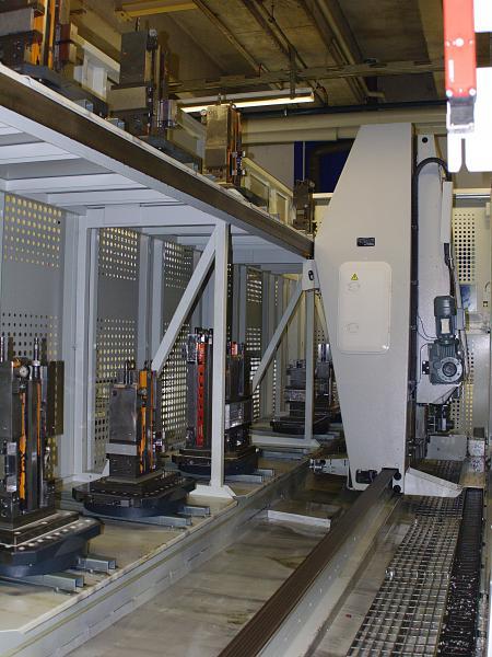 Kompaktes Design: der FPC-750 fasst zwölf Paletten auf zwei Ebenen. Die Bearbeitungszeiten bei Rohde & Schwarz Teisnach für eine komplette Containerbeladung bewegen sich von unter zwei Stunden bis hin zu 12 Stunden.