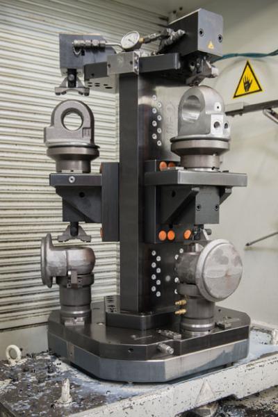 Zwei AMF-Spanntürme mit je sechs AMF-Nullpunktspannelementen auf zwei Ebenen sowie zahlreiche weitere Funktionsteile vereinfachen die Rüstvorgänge.