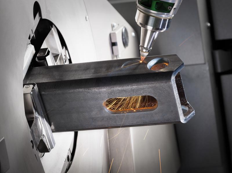 """Die LT8.10 ist die erste Maschine in ihrer Klasse, die 3D-Laserschneiden mit einem Faserlaser ermöglicht. Mit ihrem neuen """"Tube Cutter"""" Schneidkopf und anderen Entwicklungen erhöht die BLM GROUP einmal mehr die Leistungsfähigkeit und Möglichkeiten ihrer Spitzenprodukte der Lasertube-Familie und unternimmt weitere wichtige Schritte, die Fasertechnologie nutzbar zu machen."""