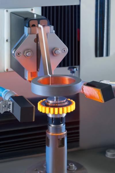 eQC Flux: Mit diesem neuen Modul wird Stromspannung während des laufenden Produktionsprozesses am Induktorfuß gemessen