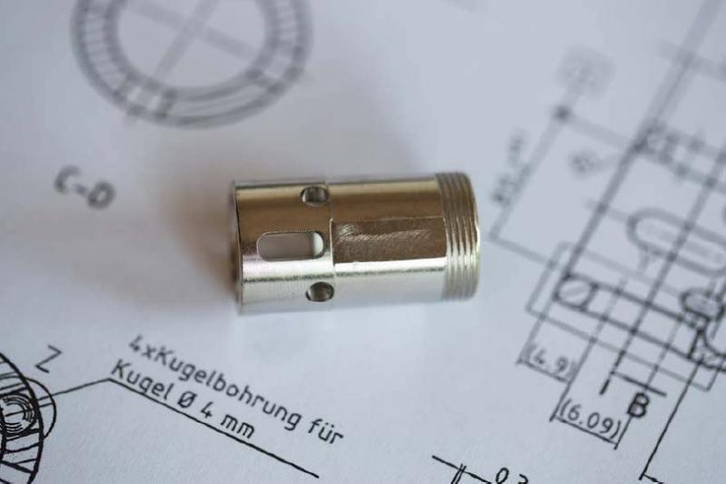 Eine Schnellverschlusskupplung im Hydraulikeinsatz für die Parker Hannifin GmbH verhindert den lauten Knall beim Lösen – war dafür aber sehr komplex und nur mithilfe des Blum-Novotest-Messtasters TC76-DIGILOG auf einer Cincom M32 in den engen Toleranzvorgaben herzustellen.