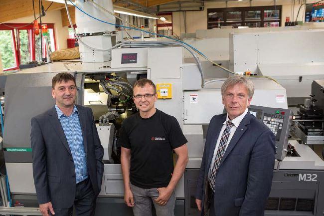 """Timo Lehmann (Mitte): """"Ohne die Lösung mit der Citizen-Maschine in Kombination mit dem Blum-Novotest-Messtaster hätten wir die Schnellverschlusskupplung für die Parker Hannifin GmbH nicht fertigen können."""""""