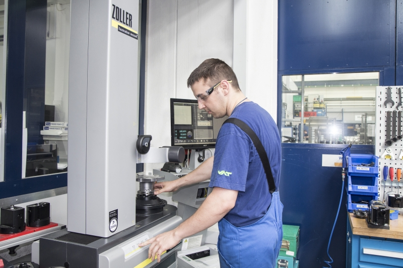 ZOLLER Einstell- und Messgeräte vermessen nicht nur präzise und verlässlich, sondern können auch von Facharbeitern aus der Werkstatt bedient werden und nicht nur von hochspezialisiertem Fachpersonal