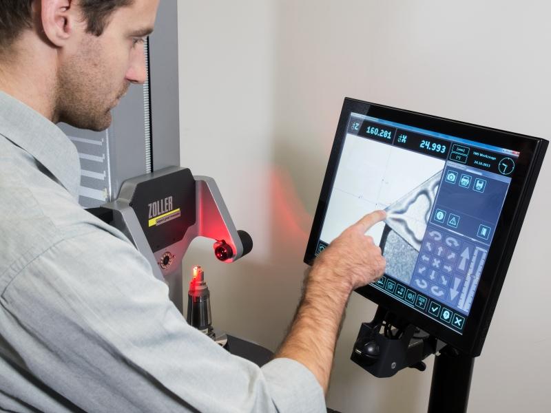 Die ZOLLER myTouch Bedientechnologie »pilot 2 mT« macht es auch Einsteigern leicht, Werkzeuge einzustellen und zu vermessen