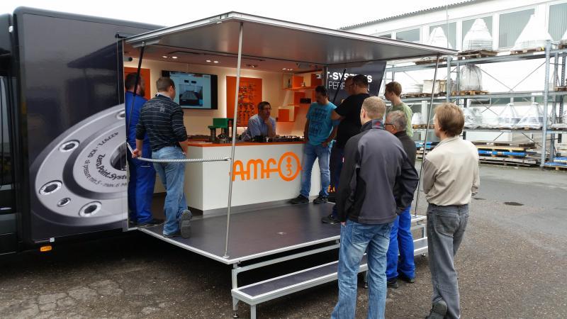 """Mit dem Roadshow-Konzept """"Andreas kommt an"""" besucht AMF Kunden und Interessenten an deren Firmensitz. Entscheider und Anwender erfahren die Vorteile moderner Spanntechnik in der Fertigung vor Ort."""