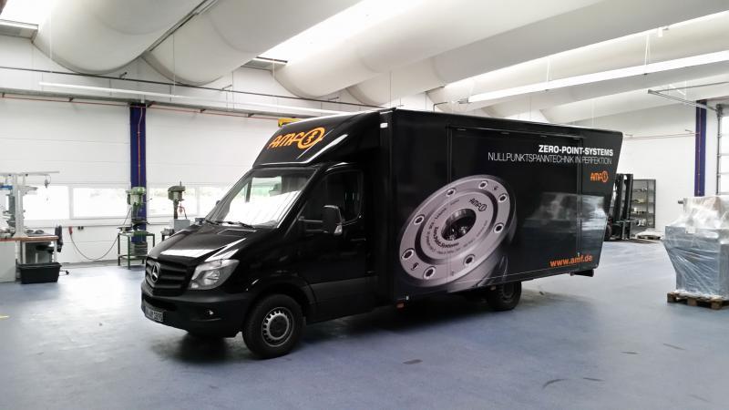 Manchmal fährt das AMF-Präsentationsmobil Andreas direkt in die Hallen der Kunden, um die erklärungsbedürftigen Lösungen vorzuführen.