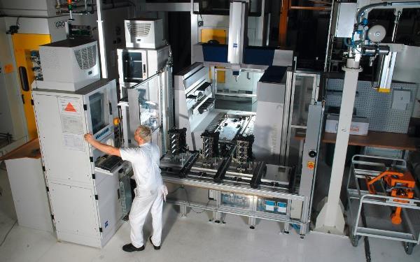 Universelle Koordinatenmessgeräte eignen sich zur wirtschaftlichen Messung sowohl mitten in der Fertigung als auch im Messraum. Foto: Zeiss, Oberkochen