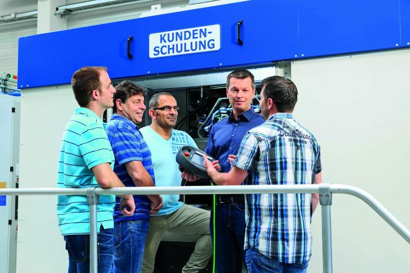 Auch Kunden profitieren vom sicherheitsrelevanten Wissen der Mitarbeiter des Werkzeugmaschinen- Herstellers.
