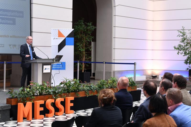"""Bei der Veranstaltung """"Messen als Innovationsplattform: Science to Business"""", die der AUMA am 7. Juni 2017 in der TU Berlin durchführte, wurde einmal mehr deutlich, wie wichtig die Beziehung zwischen Messewirtschaft und Wissenschaft für den Austausch und die Entwicklung neuer Strategien und Ideen ist."""