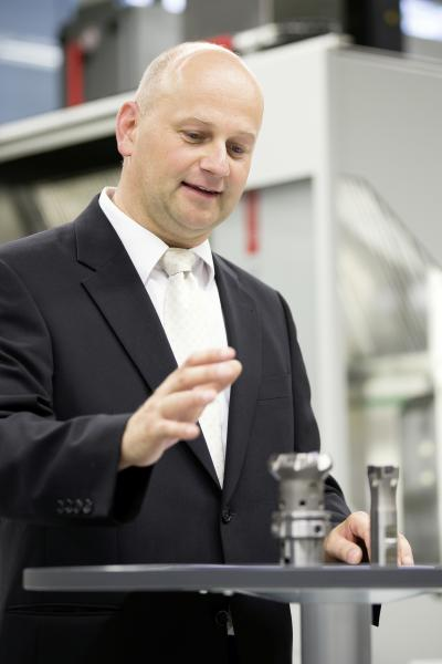 "To quote Markus Kannwischer, Head of Technique and member of the board at the tool manufacturer Hartmetall-Werkzeugfabrik Paul Horn GmbH, Tübingen: ""In future, tool data will be acquired over the entire life-cycle. This applies particularly to tools that are resharpened or retrofitted."""