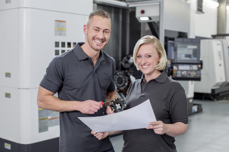 Nach der Lieferung und Einrichtung der Maschinen bietet die Hommel Gruppe zusätzlich die Unterstützung bei Störungsfällen oder Fragen zu den Maschinen.