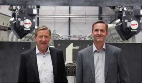 "Ulrich Wiehagen, Plant Director (left) and Ulrich Vollmer, Head of Project Engineering at Starrag Technology GmbH in Bielefeld: ""Compared with a solution with two machines, the Droop+Rein FOGS D40 Twin reduces the space requirements by 40 % and the price by approximately 30 %, whilst providing around double the output."""