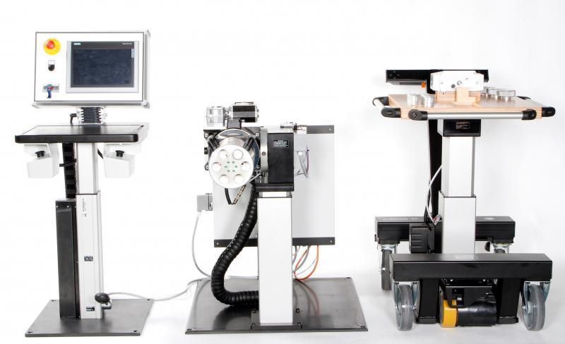 Teilautomatisierte Montagearbeitsplätze können flexibel aus verschiedenen Bewegungselementen zusammengestellt werden. Basis ist dabei ein Kommandomodul (links), an dem sich Bewegungsabläufe einprogrammieren und abrufen lassen