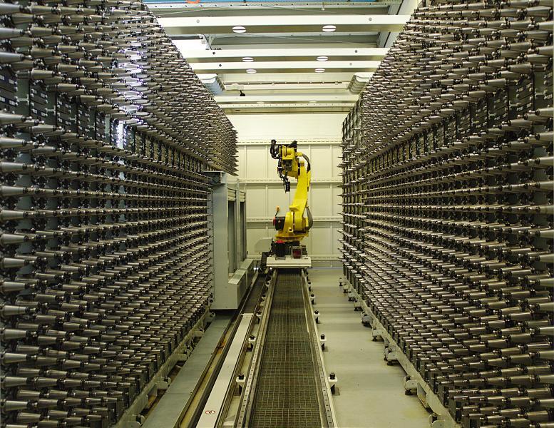Der zentrale Werkzeugspeicher (CTS) nimmt insgesamt 2.500 Werkzeuge auf. Da jede Maschine auch noch über ein eigenes Werkzeugmagazin mit 60 Werkzeugen verfügt, kann somit auf 3.200 Werkzeuge zugegriffen werden.