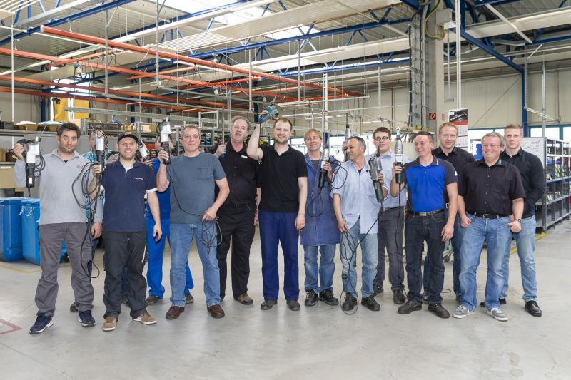 Group picture of the participants with their BIAX electric scrapers
