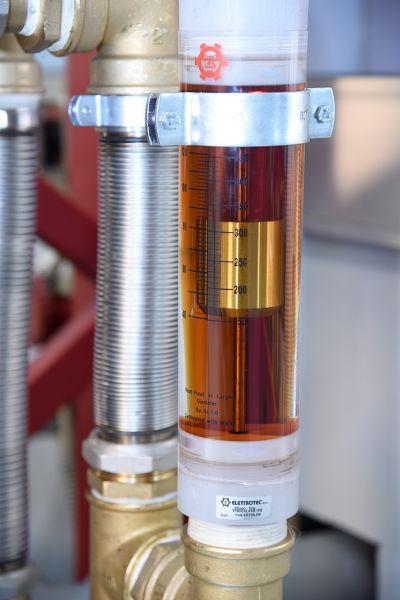 Durchflussmessung mit Blick auf gefiltertes Öl