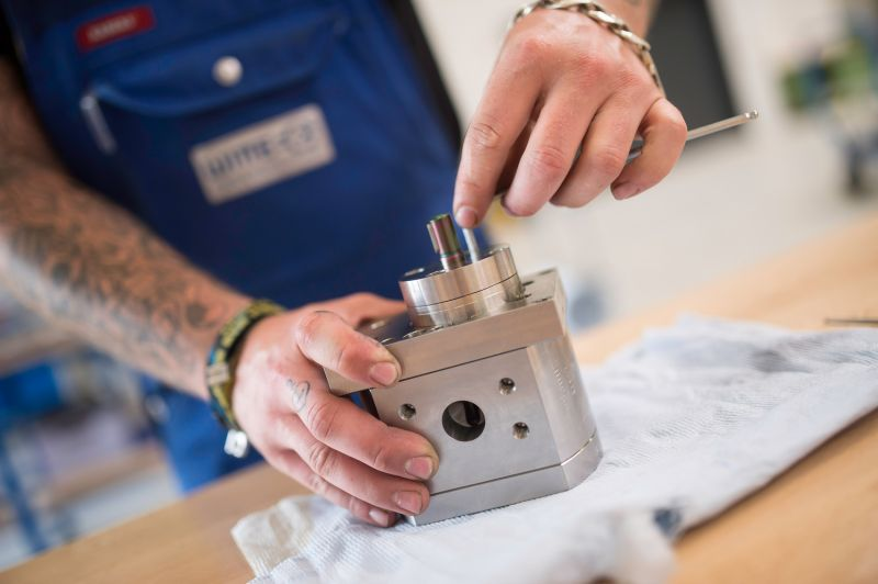 Manufactoring a gear pump by WITTE