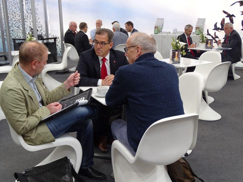 Bequeme Sitzgelegenheiten bieten Raum für Gespräche