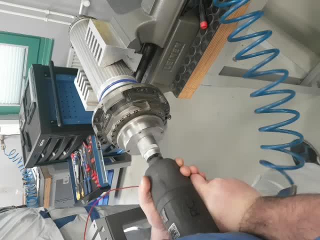 Spindelmutter Lösen an einer Motorspindel DMG 18000 U/min HSK 63